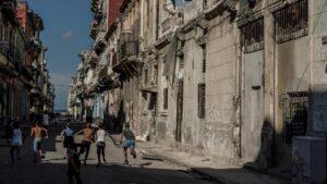 Niños jugando en La Habana