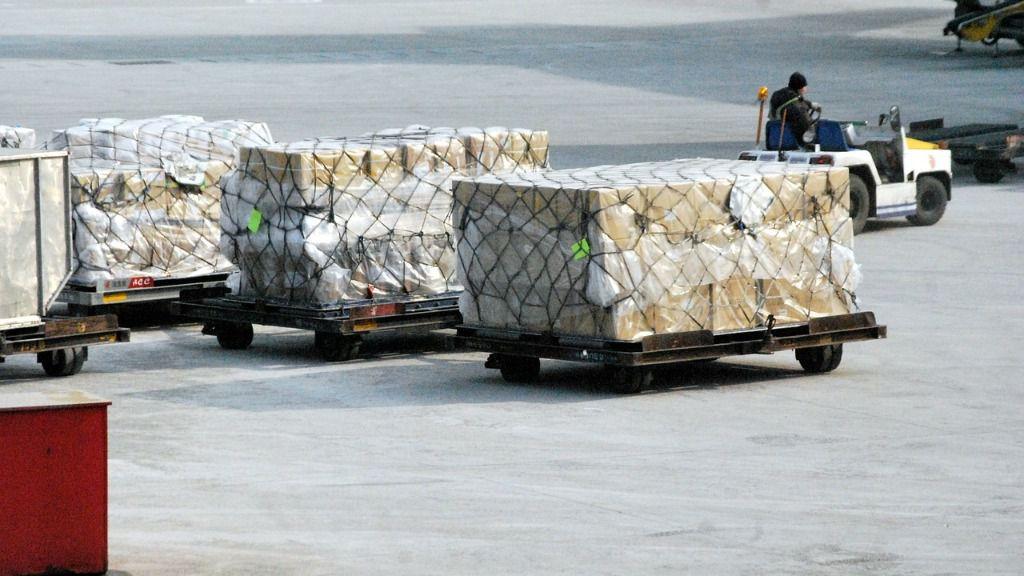 Muelle de carga de mercancías de un aeropuerto